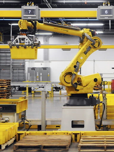 A machine in a factory Description automatically generated with low confidence